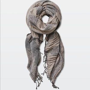✨ NWOT Wilfred Medina Blanket Scarf